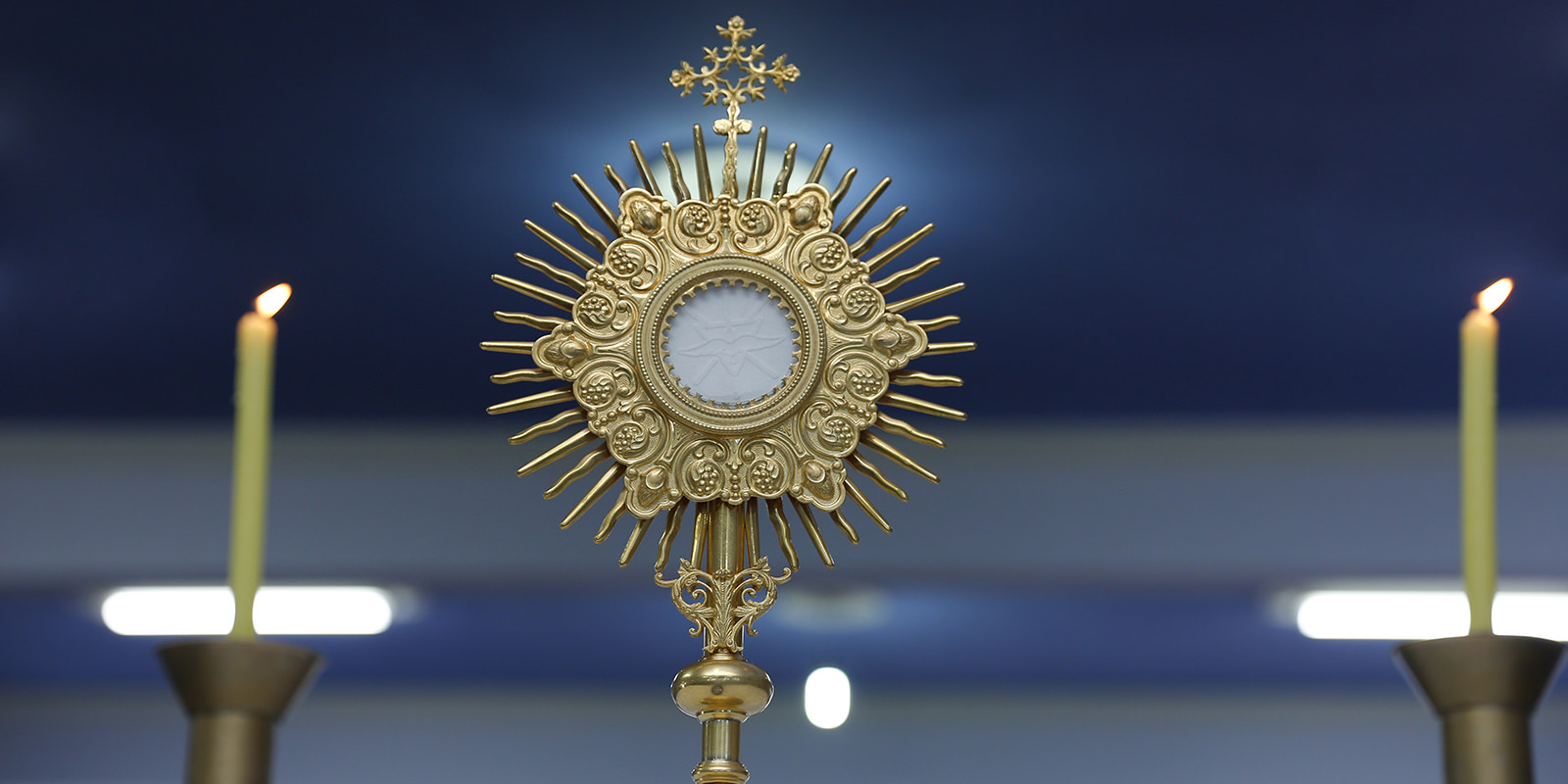 Ostensory adoration for the Blessed Sacrament