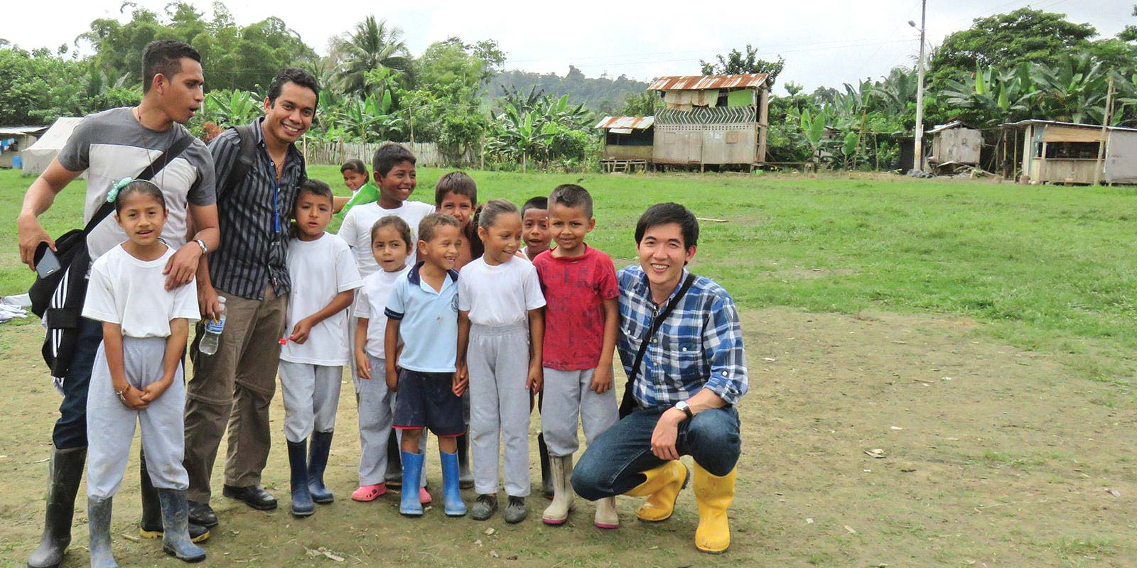 Khanh Ha Muisne with local resident children in Ecuador