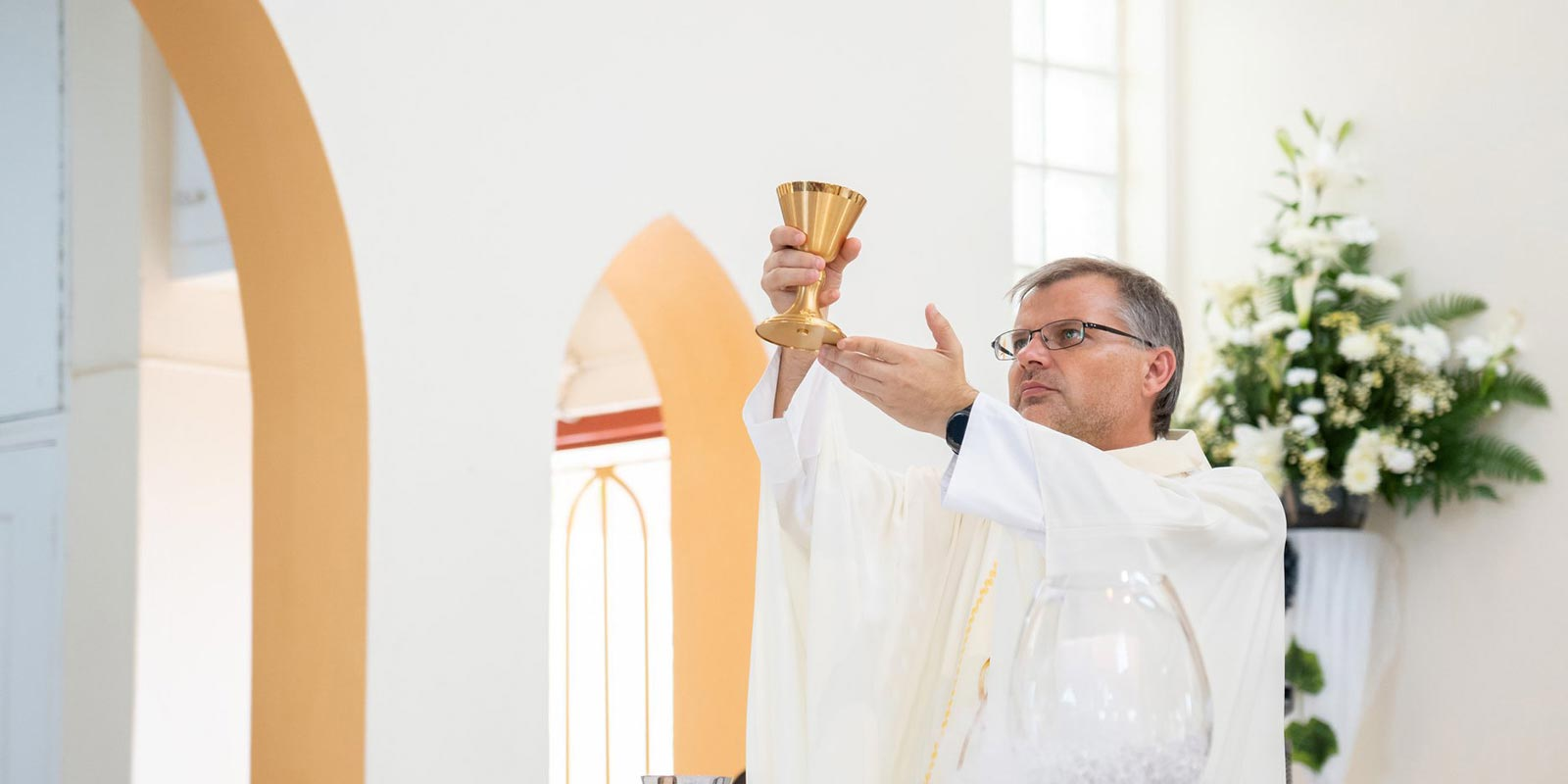 Father Adam celebrating mass at Sin Maarten